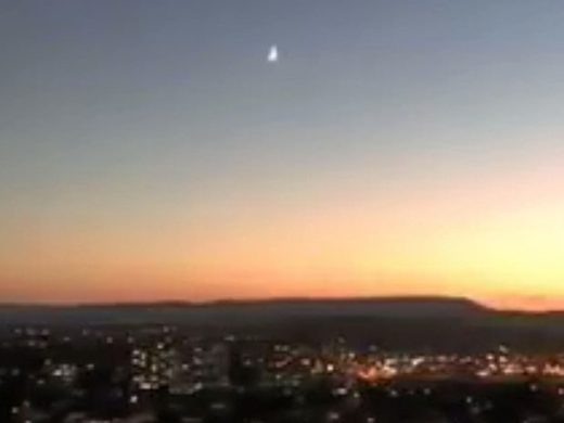 Bright meteor with house-shaking sound reported over Queensland, Australia