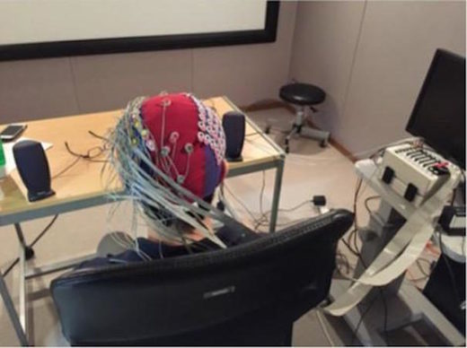 EEG device reads minds via brainwaves
