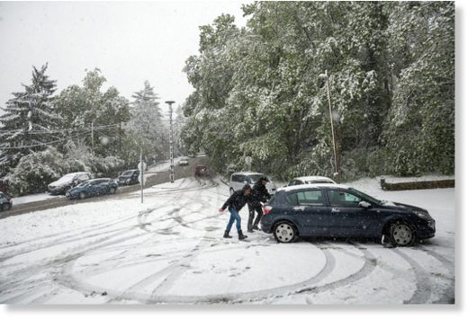 A car stuck in April snow in District XII.