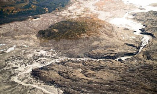 Receding glacier causes dramatic change in terrain - Canadian river vanishes in four days as flow is diverted to different channel