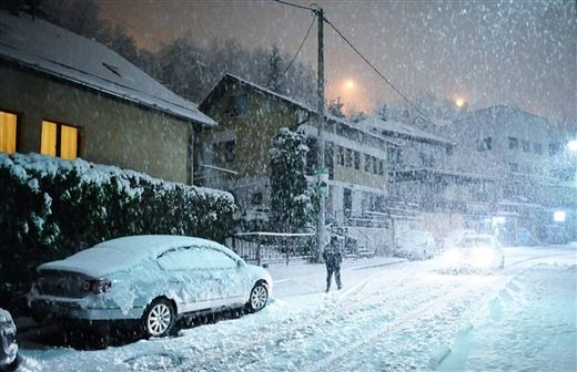 Unseasonal snowfall takes its toll on Sarajevo, Bosnia