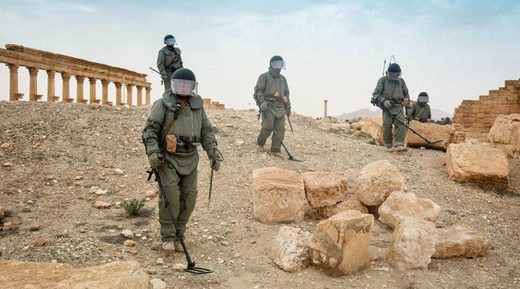 Russian deminers in Syria