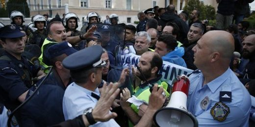Athens: Anti-austerity police protesters versus riot police