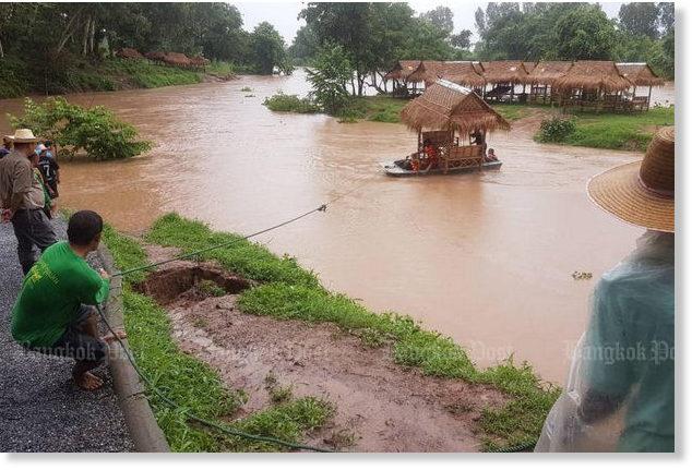 des milliers ont t vacu s apr s les inondations dans les provinces du nord de la tha lande. Black Bedroom Furniture Sets. Home Design Ideas