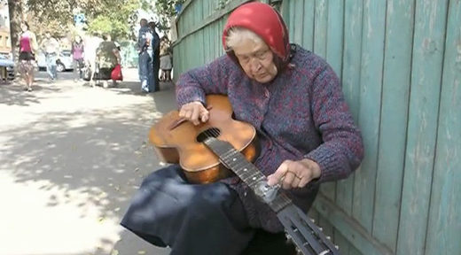 Babushka blues: Video of Belarus granny playing guitar with a light bulb goes viral
