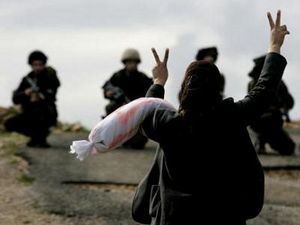 Palestinian woman v sign