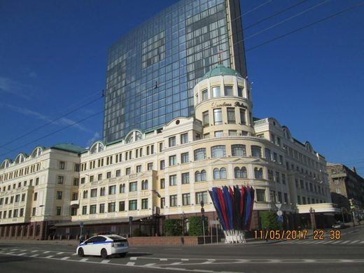 A central street of Donetsk – the Donetsk Palace