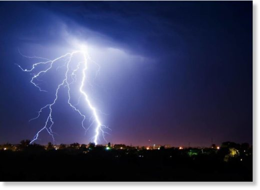 SaveMan dies following lightning strike in Western Australia   Earth  . Red Alert Lightning Storm. Home Design Ideas