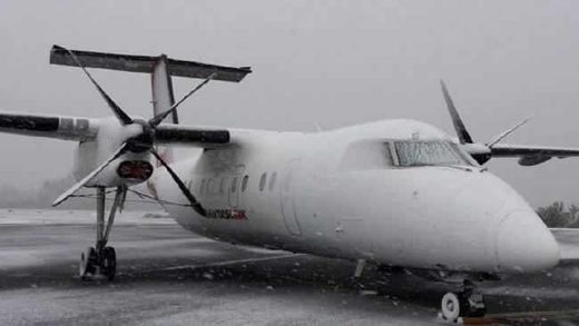 Qantas turboprop ready to be de-iced