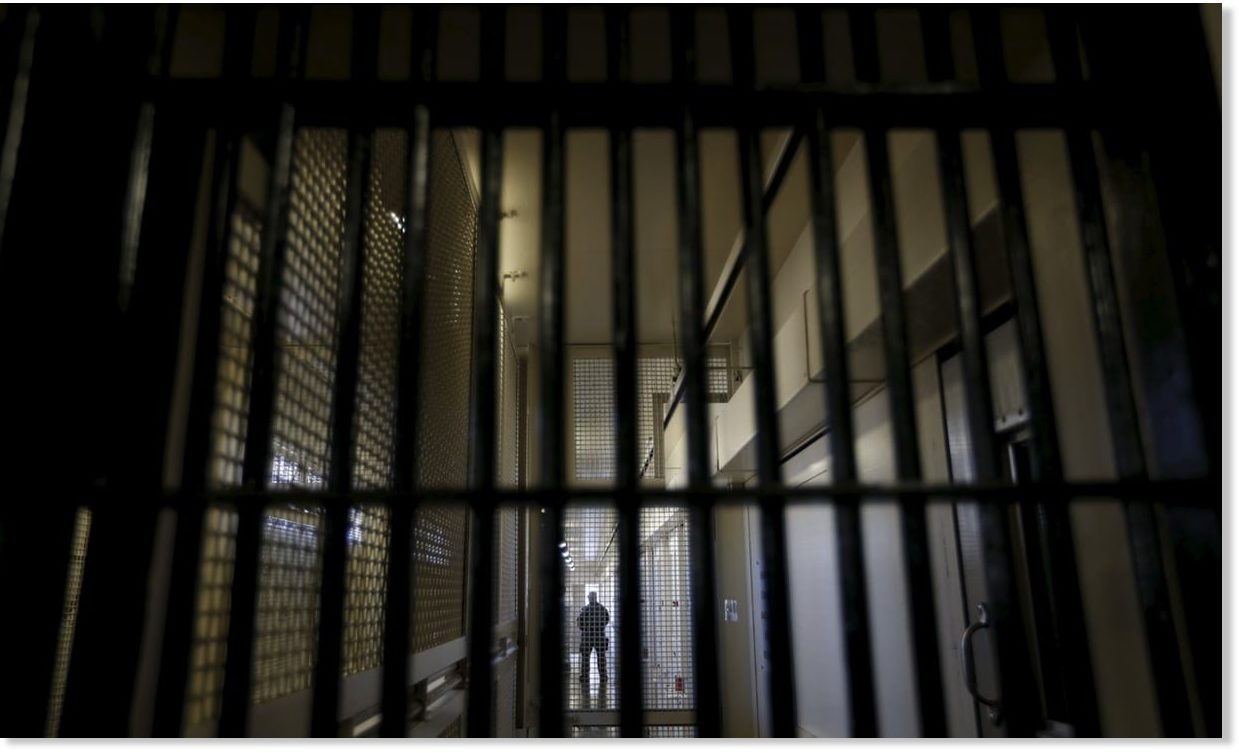 the effects of prison time on criminals For many, time spent behind bars will push them farther into a life of crime, but for others, the horrors of prison life and the lessons they learn there are enough to deter them from committing crimes again in the future.