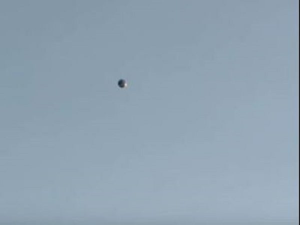 Police helicopters circle orb-like UFO over Los Angeles