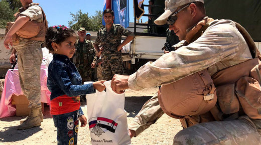 Russian soldier aid Syrian child