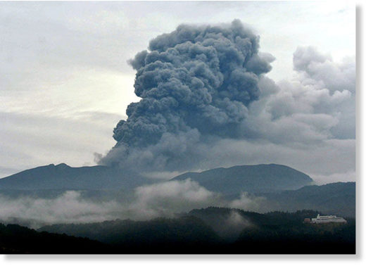 A huge plume of smoke emerges from Mount Shinmoedake in southern Kyushu on Oct. 14.