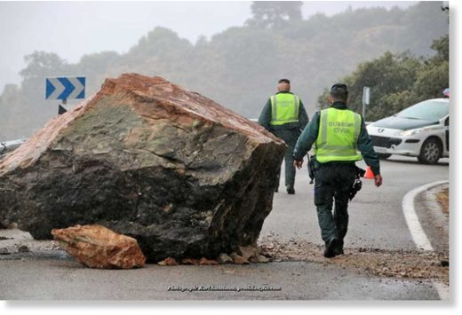 ROCKFALL: The MA-8401 between Jimera de Líbar and Benaoján was totally blocked