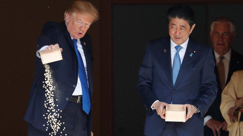 Twitter goes on a feeding frenzy about trump 39 s fish food for Trump feeding fish