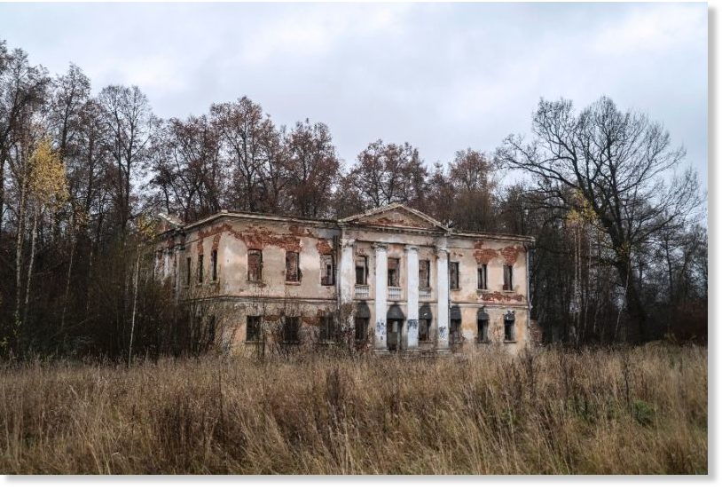 Russia's pre-Revolutionary estates crumble in neglect -- Society's