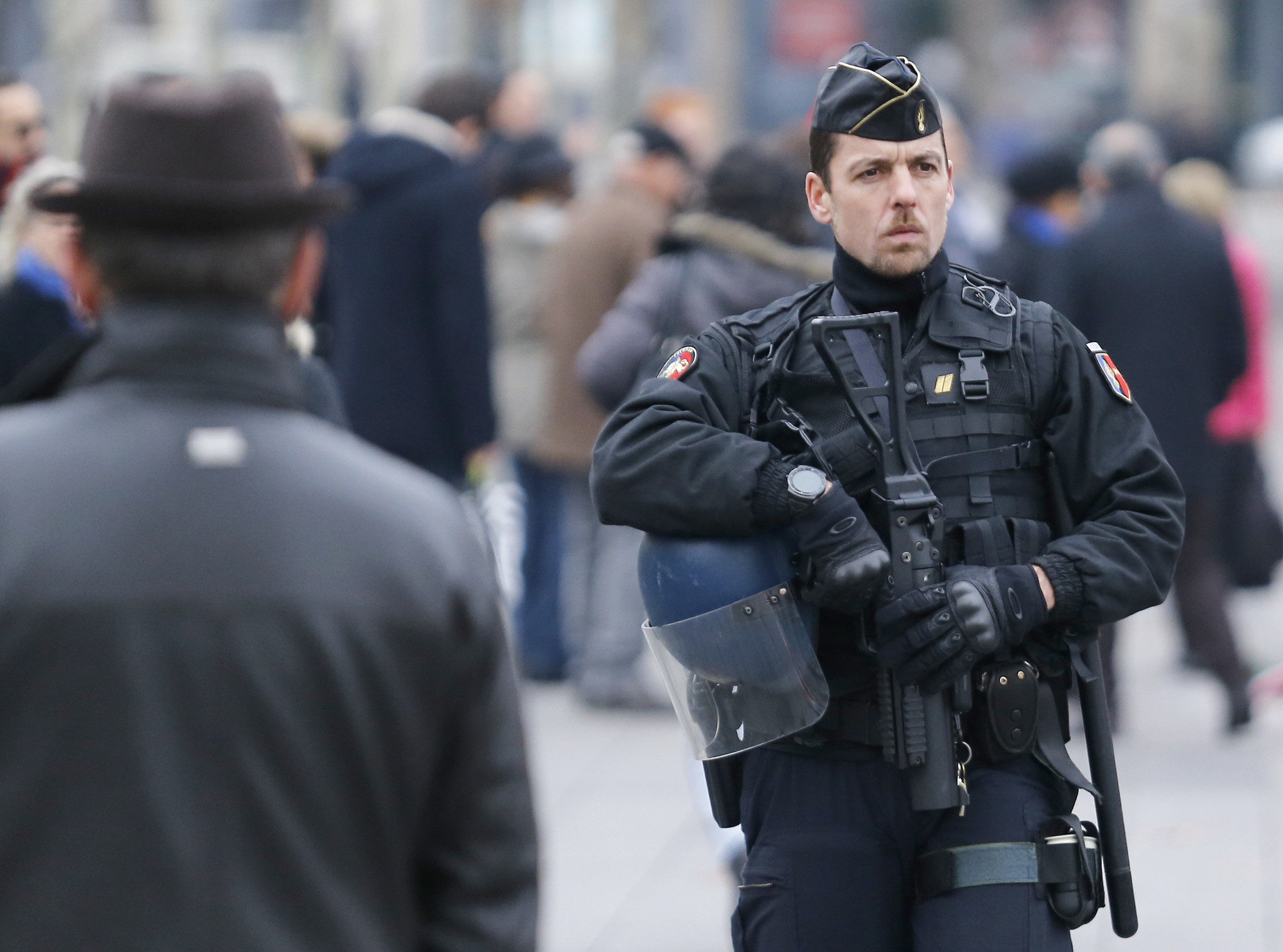 French Police armed with Ruger Mini 14 rifles (rifle ... |French Famas Police