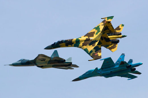 Sukhoi Su-35S (Su-35BM) multirole fighter, Su-34 fighter-bomber, and a T-50 stealth multirole fighter flying together, August 14, 2011. Image: Alex Beltyukov/Wikimedia/CC BY-SA 3.0