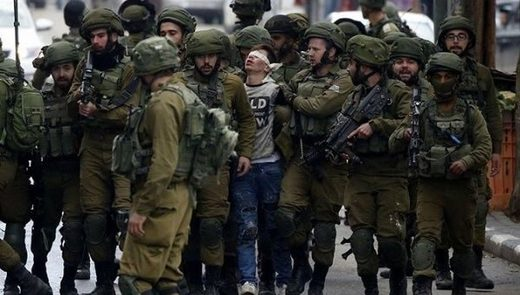 Palestinian teenager boy Israeli soldiers viral photo