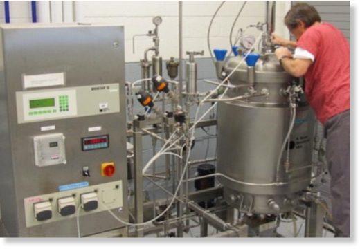 A large 1500 L fermentator.