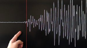 Earthquake seismograph