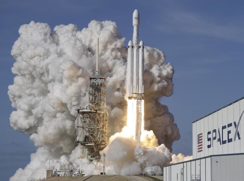 Another historic SpaceX launch: 'Triple-rocket' Falcon Heavy