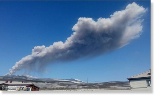 Explosive event at Ebeko volcano on 23 May, 2017