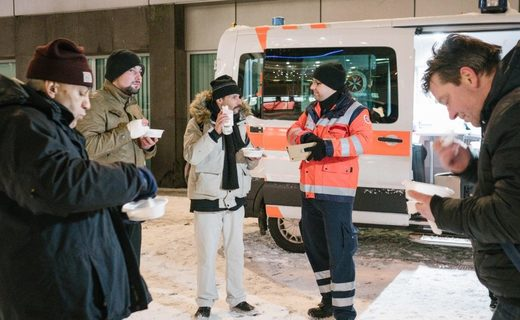 Volunteers of the German Johanniter Order aid organization distributed meals to people in need and homeless people in Hanover as part of their winter bus operation earlier this week.
