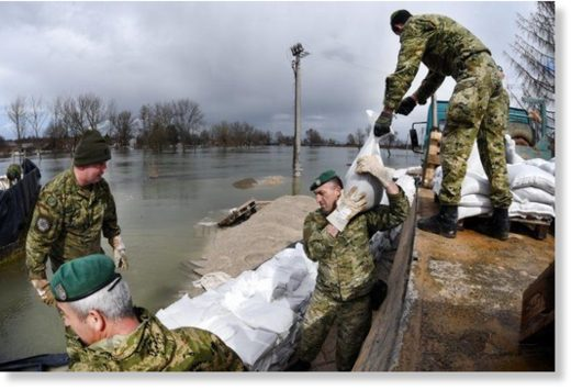 Croatian soldiers shore up flood defences as rivers rise, March 2018.