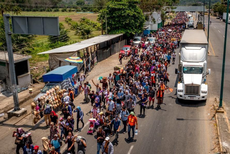 """Huge caravan"" of Central American refugees moving north ..."