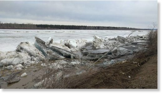 Ice jams on the Peace River near Fort Vermilion on Saturday.