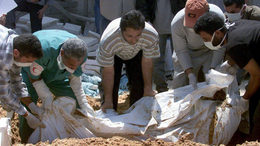 Palestinians  carry corpse