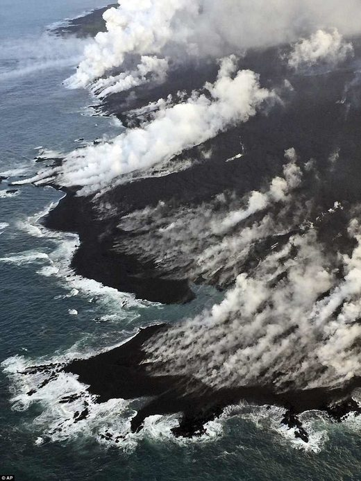 Hawaii volcano eruption- lava flow into pacific