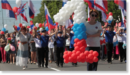 crimeans wave Russian flags