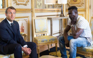 Macron receiving Gassama at the presidential palace