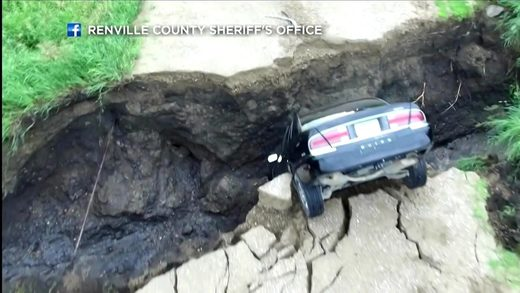 Car falls into sinkhole in MN