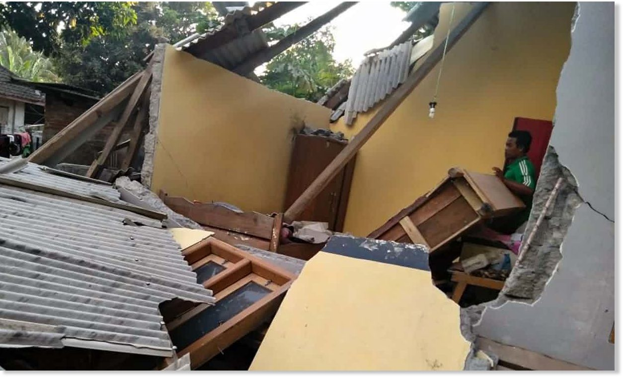 At least 14 killed by shallow 6.4 earthquake in Lombok, Indonesia ...