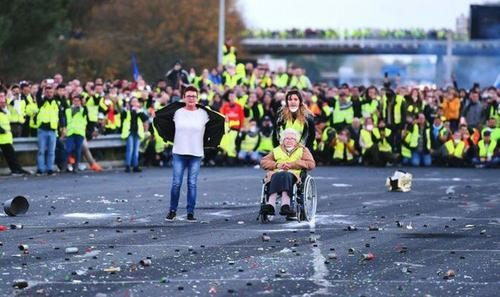 wheelchair old lady yellow vests
