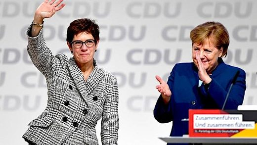 Kramp-Karrenbauer Merkel