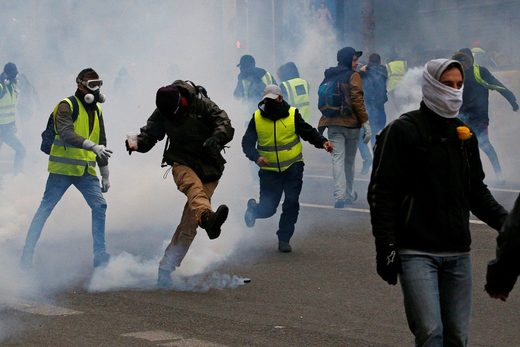 tear gas gilet jaune yellow vest