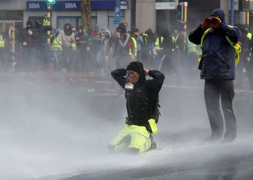 Yellow vests' protest in Brussels kneel