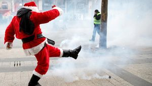 santa claus paris protest