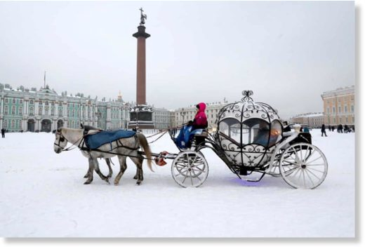 A horse-drawn carriage in Dvortsovaya (Palace) Square near the Winter Palace St Petersburg, Russia