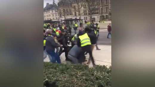 journalists attacked yellow vest