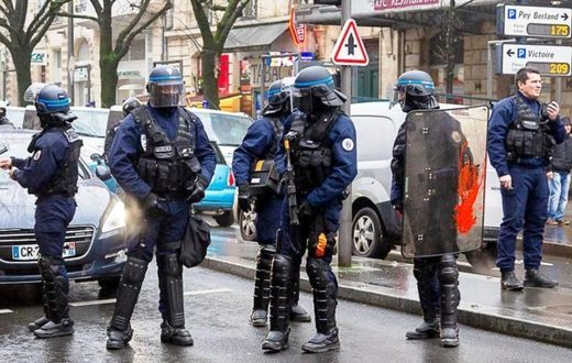riot police yellow vests