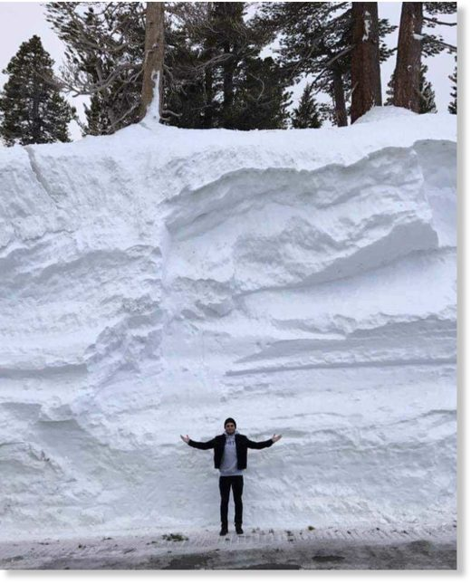 HUGE amounts of snow on Mammoth Mountain, California