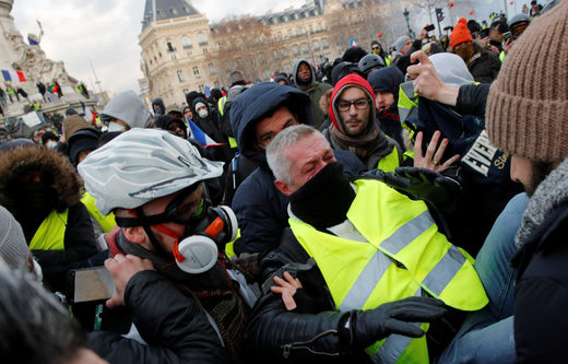yellow vest protester injury