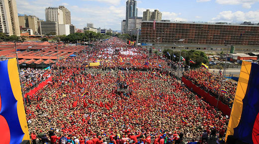 Crowd rally Maduro