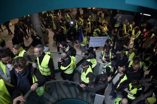 yellow vests paris airport