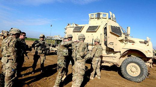 1_A_hundred_US_troops_arrive_i.jpg